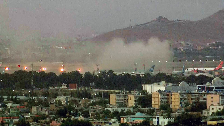 Возле аэропорта в Кабуле произошли мощные взрывы, погибли военные США
