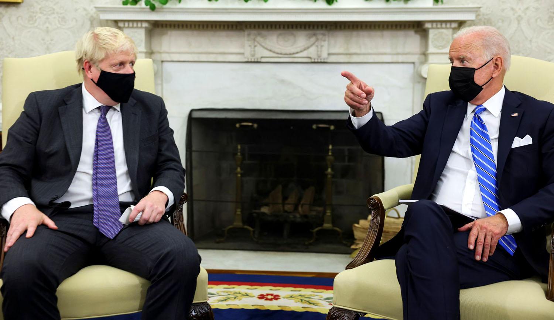 Глава правительства Великобритании Борис Джонсон и американский президентБайден на встрече в Белом доме